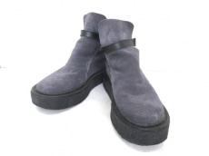 ハリスブラウンのブーツ