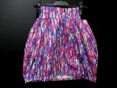 モンクニューヤードのスカート