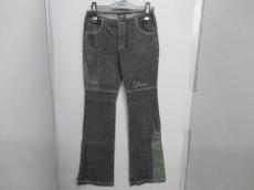 クロスカラーズのジーンズ