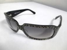 バイズ アンド キュリアスのサングラス