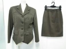 アリーカペリーノのスカートスーツ