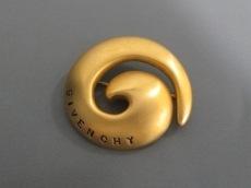 GIVENCHY(ジバンシー)のブローチ