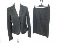 カリエラエバジーレのスカートスーツ