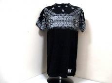 ブラック フレームのTシャツ