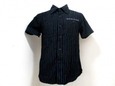 ブラック フレームのシャツ