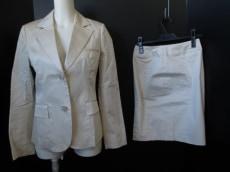 エムケークランプリュスのスカートスーツ