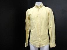マイケルタピアのシャツ