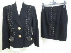 フォンタナのスカートスーツ