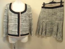 N゜21(ヌメロ ヴェントゥーノ)のスカートスーツ