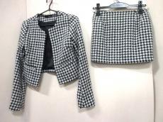 リゼクシーのスカートスーツ