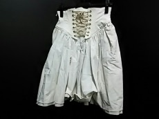 バナル シック ビザールのスカート