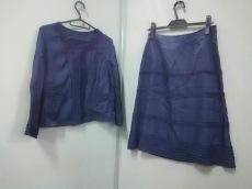 コリーヌのスカートスーツ