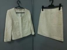 デビュードフィオレのスカートスーツ