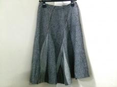 ディテールのスカート