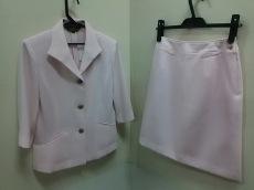 アティースのスカートスーツ