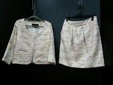 キソノイオのスカートスーツ