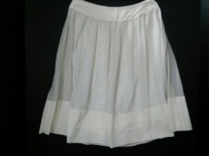 ナチュラルビューティーブラックのスカート