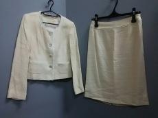 アヴィエンヌのスカートスーツ