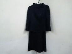 ARMANICOLLEZIONI(アルマーニコレッツォーニ)のワンピーススーツ