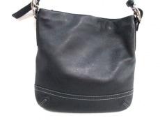 COACH(コーチ)のレガシーソフトスリムペブルドダッフルのショルダーバッグ