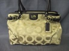 COACH(コーチ)のマディソン オプアート サテン カラ キャリーオールのショルダーバッグ