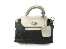 リサ コンテのハンドバッグ