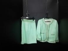 デュヤンのスカートスーツ