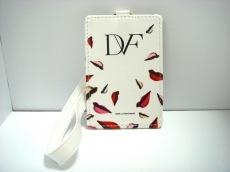 DIANE VON FURSTENBERG(DVF)(ダイアン・フォン・ファステンバーグ)のパスケース