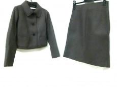プラスジェイのスカートスーツ