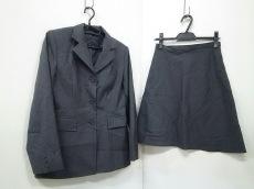 ナイスクラップのスカートスーツ