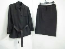 フレアバイジョーのスカートスーツ