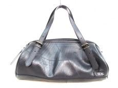 シールのハンドバッグ
