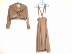 ミスアリスのスカートスーツ