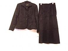 フローリッチのスカートスーツ