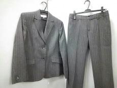 グアベロのレディースパンツスーツ
