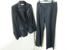 フィグノのレディースパンツスーツ