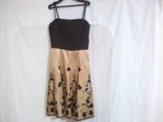トゥービーシックのドレス