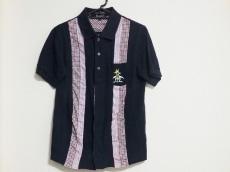 ブラックアンドブルーのシャツ