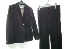 サルバトーレフェラガモのレディースパンツスーツ