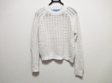 カーディガンのセーター
