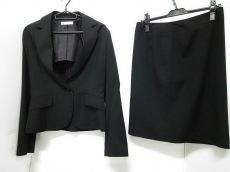 エクレールデフィのスカートスーツ