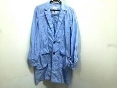 ブラックアンドブルーのコート