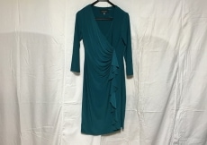 エバンピコネのドレス