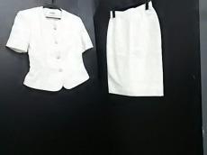 カズイトウのスカートスーツ