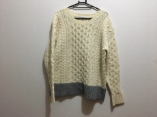 ブラックアンドブルーのセーター