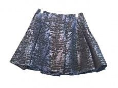 ジョナサン シンハイのスカート