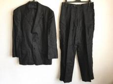 ミュグレーのメンズスーツ