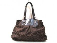 COACH(コーチ)のアシュリー シグネチャーサテン キャリーオールのハンドバッグ