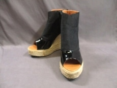 トゥーパーセントトウキョウのブーツ