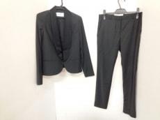 リーファーのレディースパンツスーツ